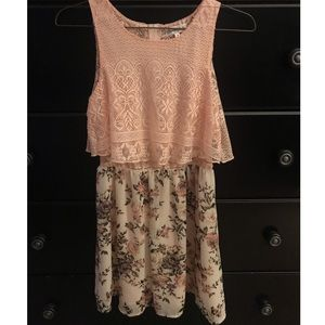 PINK FLORAL DRESS. LACY TOP